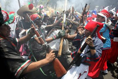 Re-enactment of Battle of Puebla.