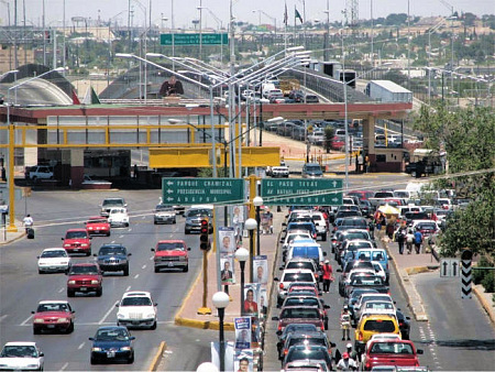 Mexico-USA border traffic in Ciudad Juárez