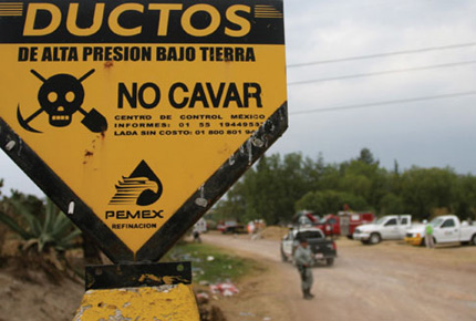 Pemex pipeline danger sign