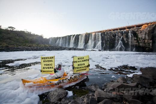 Greenpeace activists at El Salto de Juanacatlán, 22 March 2012. Photo: Greenpeace.