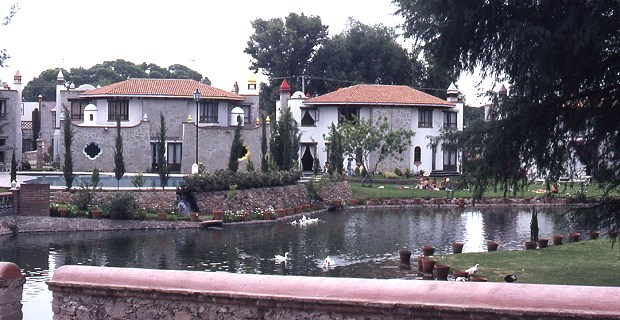Upmarket homes in Tequisquiapan. Photo: Tony Burton; all rights reserved