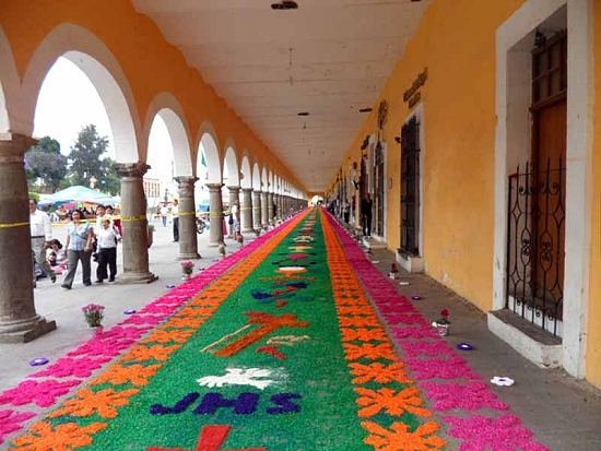 Portales in Cholula decorated for fiesta