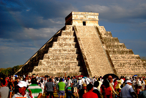 Serpent slithers down the steps of Kulkulcan pyramid, Chichen itza. Credit: Flickr: