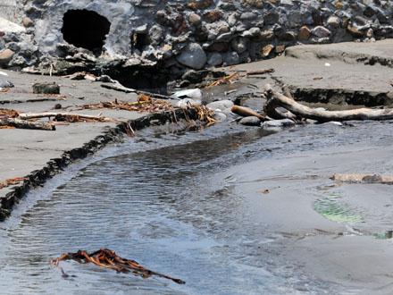 Drain on Mocambo Beach, Veracruz. Credit: La Voz del Sureste.