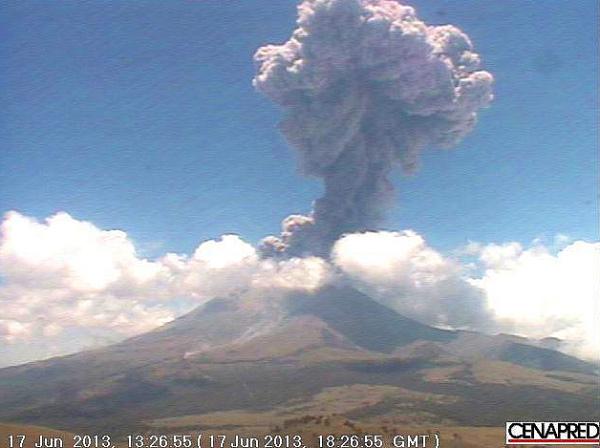 NasaPopocatapetl Volcano erupts, 17 June 2013