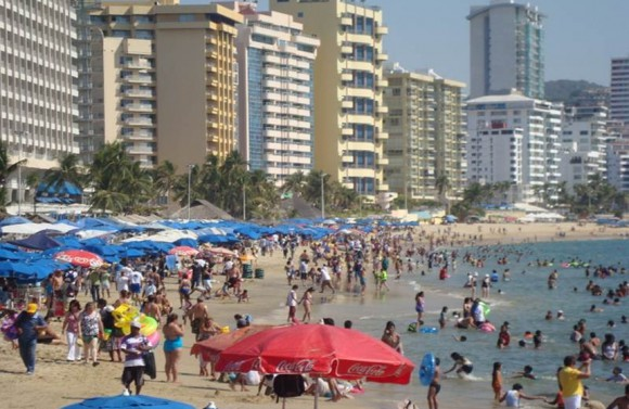 Caleta Beach, Acapulco. Photo: Vanguardia/El Universal