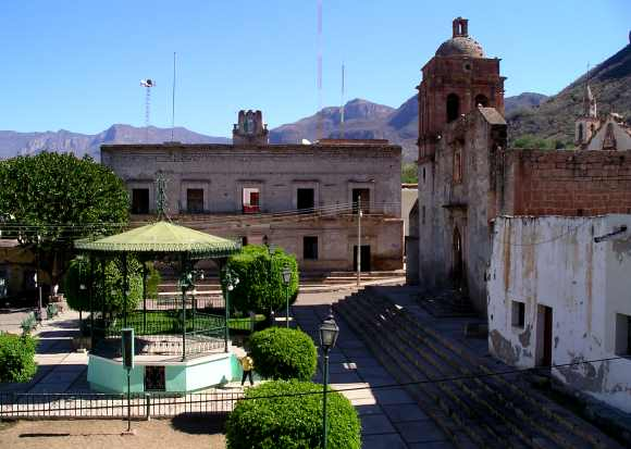 Main plaza in Bolaños